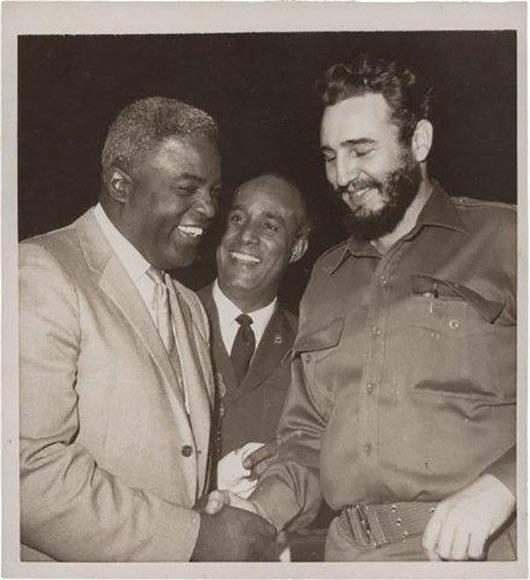 Fidel con Jackie Robinson en octubre de 1959.