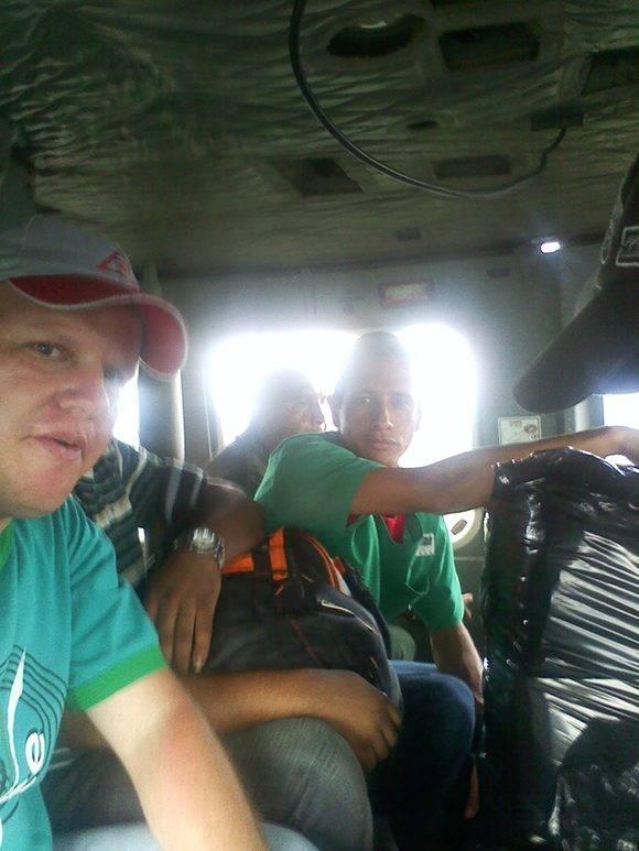 Gilberto en el viaje en helicóptero para cumplir la misión. Foto: Archivo personal del entrevistado.