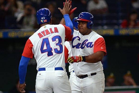 El jonrón de Alfredo Despaigne, con las bases llenas, le dijo adiós a Australia del IV Clásico Mundial y clasificó a Cuba. Foto: Ricardo López Hevia/ Granma.