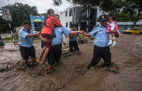 Perú: 62 muertos y más de 60 mil personas sin hogar debido a intensas lluvias