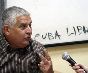 José Luis Toledo Santander, presidente de la Comisión de Asuntos Constitucionales y Jurídicos, durante la grabación del podcast de Cubadebate. Foto: José Raúl Concepción/ Cubadebate.
