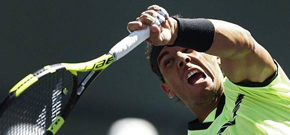 El tenista español Rafa Nadal cae en cuartos de final del Máster 1000 ante su histórico rival Roger Federer. Foto: Larry W. Smith/ EFE.