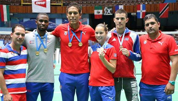 Medallistas cubanos en el Giraldilla de bádminton. Foto: Mónica Ramírez/ Jit.