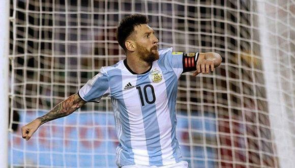 Messi celebra el gol de penal conseguido ante Chile. Foto tomada de Marca.