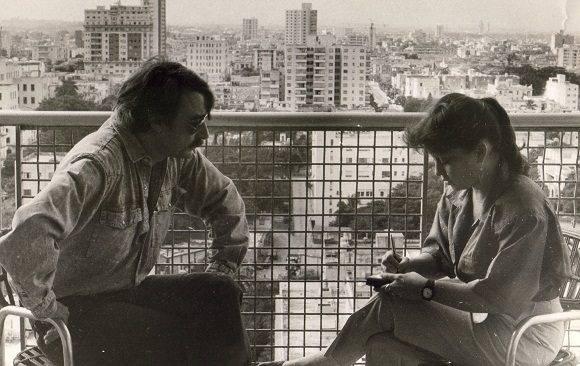 Los periodistas también somos agoreros, esta foto se corresponde con una entrevista que hice a Ignacio Ramonet publicada en BOHEMIA el 18 de enero de 1991, donde el entrevistado anuncia lo que pasaría en Cuba en el Periodo Especial, y ni yo me lo podía creer. Foto José Oller/ BOHEMIA.