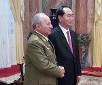 El presidente de Vietnam, Tran Dai Quang, recibe al ministro de la FAR, Leopoldo Cintas Frías. Foto tomada de CubaMinrex.