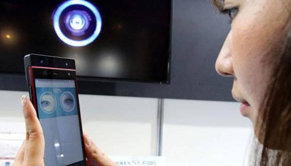 telefono-celular-con-reconocimiento-del-iris