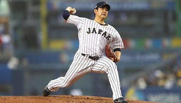 Tomoyuki Sugano lanzó cinco entradas ante Estados Unidos, dejó el juego empatado 1-1. Foto: @WBCBaseball/ Twitter.