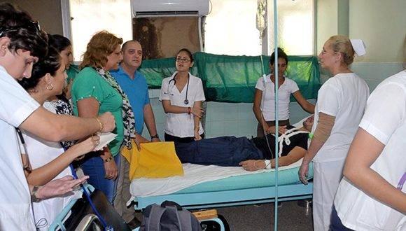 La primera secretaria del Partido en la provincia, Lidia Esther Brunet Nodarse se personó en el Hospital. Foto: Juan Carlos Dorado/ 5 de Septiembre.