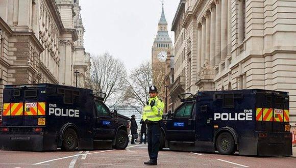 Las acciones de Masood/Russell en el puente de Westminster y las inmediaciones del Parlamento causaron la muerte de cinco personas (incluyéndolo a él) y unos 50 heridos. Foto: AFP.