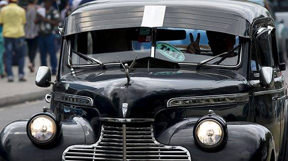 Los taxistas de LA Habana cortan y empatan los tramos según las regulaciones que les impongan. Foto: Ismael Francisco/ Cubadebate.