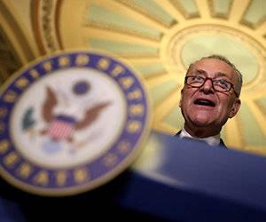 """""""Si los republicanos insisten en insertar píldoras venenosas tales como (…) construir un muro fronterizo o poner en marcha una fuerza de deportación"""", paralizaremos el gobierno federal, advirtió el dirigente de los demócratas del Senado, Charles Schumer. Foto: AFP."""