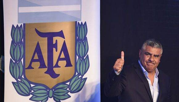 Antes de su carrera como dirigente deportivo, Tapia trabajó como barrendero, inspector del centro de residuos y camionero. Foto: ALAMY.