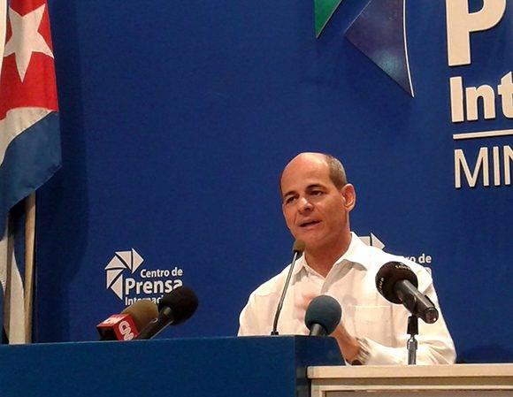 El viceministro Rogelio Sierra también habló a la presnsa sobre la quinta reunión ministerial Caricom-Cuba. Foto: Cubadebate.