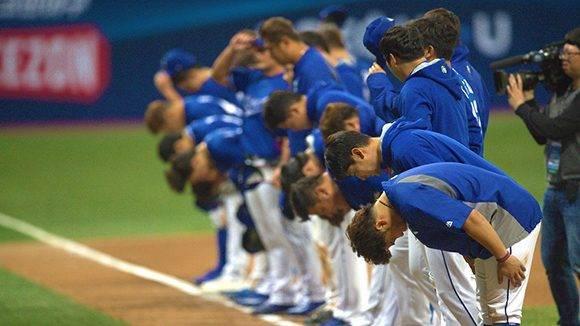 Los coreanos se despiden de su público, tras una decepcionante actuación. Foto: @WBCBaseball / Twitter.