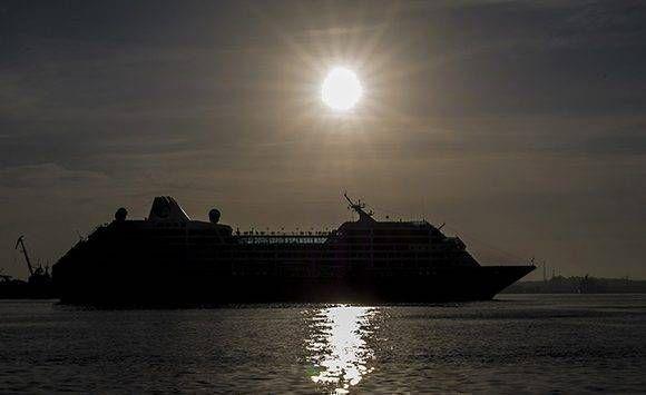Llega al puerto de la Habana, el Crucero Azamara Quest de la compañia Royal Caribbean, procedente de los Estados Unidos. Foto: Ismael Francisco/Cubadebate.