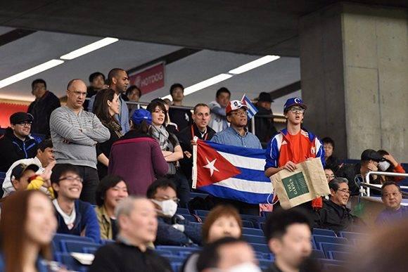 Seguidores de Cuba en el Tokyo Dome. Foto: Yuhki Ohboshi.