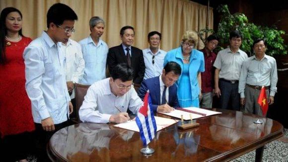 Ceremonia de firma del Acta de Entrega y Recepción de 5 mil toneladas de arroz, donadas por el Partido, el Estado y el pueblo de Vietnam a la República de Cuba, celebrado en el Ministerio del Comercio Exterior y la Inversión Extranjera (MINCEX), en La Habana, el 16 de junio de 2016.  ACN FOTO/Omara GARCÍA MEDEROS/sdl
