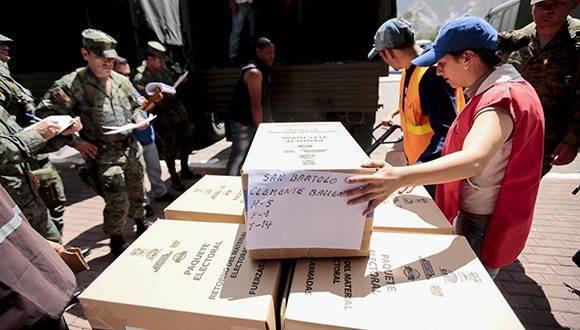 La derecha busca elevar las tensiones. Foto: José Jácome/ EFE.