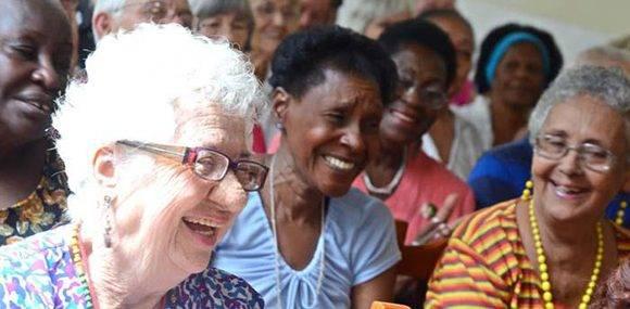 El creciente número de adultos mayores es una realidad que salta a la vista en cualquier lugar del país. Foto tomada de Radio Rebelde.