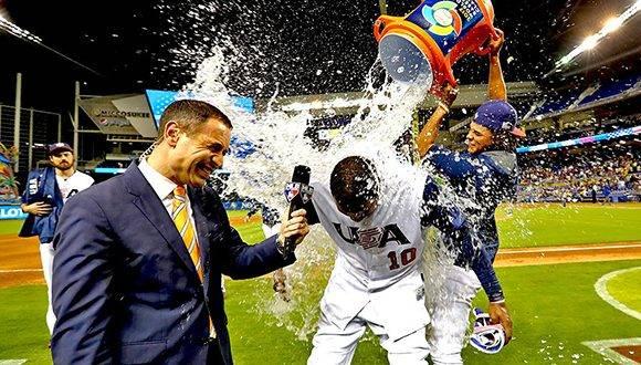 Los norteamericanos festejaron por todo lo alto el agónico triunfo ante el equipo más débil del torneo. Foto: @MLB.
