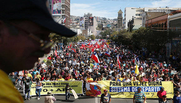Demonstrators take part in a protest against national pension system, in Valparaiso, Chile, March 26, 2017. REUTERS/Rodrigo Garrido