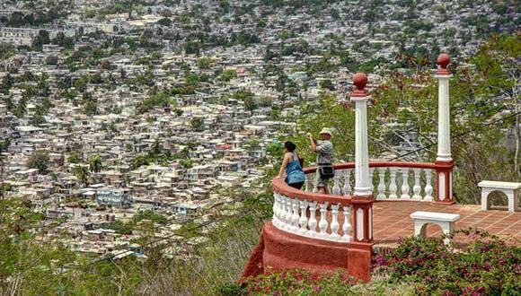 Mirador de La Loma de la Cruz, sitio emblemático de la ciudad de Holguín, luego de ser sometida a un programa de rehabilitación integral. Foto: Juan Pablo Carreras/ ACN.