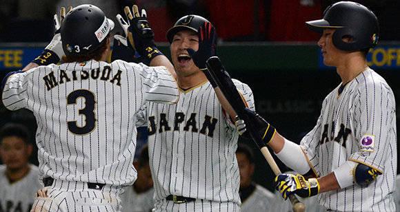 El pelotero japonés Nobuhiro Matsuda, anota jonrón en el juego entre las selecciones de Cuba y Japón del Grupo B del IV Clásico Mundial de Béisbol, en el estadio Tokio Dome, de la capital de Japón, el 7 de marzo de 2017.   ACN   FOTO/Ricardo LÓPEZ HEVIA/Periódico  Granma/sdl