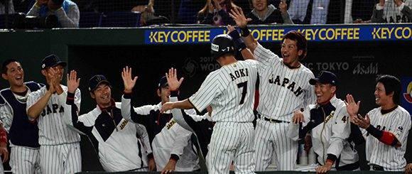 El pelotero japonés Norichika Aoki, anota la primera carrera para Japón en el partido frente a la selección de Cuba, del Grupo B del IV Clásico Mundial de Béisbol, en el estadio Tokio Dome, de la capital nipona, el 7 de marzo de 2017. ACN FOTO/Ricardo LÓPEZ HEVIA/Periódico Granma/sdl