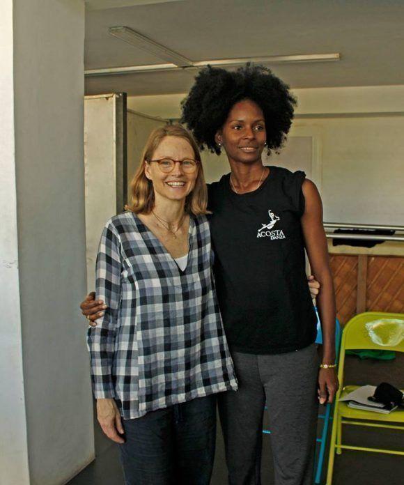 Jodie Foster y Yaday Ponce, sede de la Compañía Acosta Dance. Foto Facebook/Acota Danza