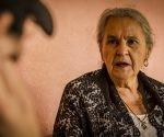 Austra Bertha Flores López, madre de Bertha Cáceres, lleva un chal negro simbolizando el luto por la muerte de su hija. ''Nunca me imaginé enterrar a mi hija el mismo día de su cumpleaños'', dijo a FACTUM. Foto FACTUM/Salvador MELENDEZ