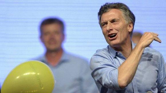 """El senador Fernando """"Pino"""" Solanas presentará ante la justicia federal un escrito contra Macri y su jefe de Gabinete, Marcos Peña, por el delito de abuso de autoridad. Foto: AFP."""