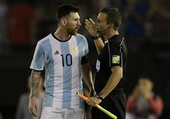 Messi asegura que no insultó al árbitro y que tiene un expediente de buena conducta. Foto: Agencias.