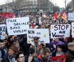 Las protestas en la capital francesa se desarrollan luego de que un oficial de la policía detuviera y violara a un ciudadano afrodescendiente. Las protestas en la capital francesa se desarrollan luego de que un oficial de la policía detuviera y violara a un ciudadano afrodescendiente.  Foto: Reuters