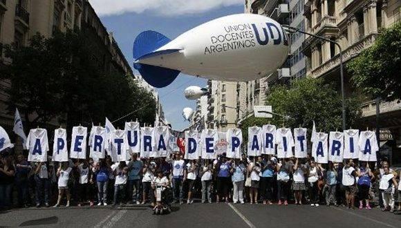Docentes exigen al gobierno de Mauricio Macri convocatoria a una paritaria nacional. Foto: @NoticiasCuyoARG.