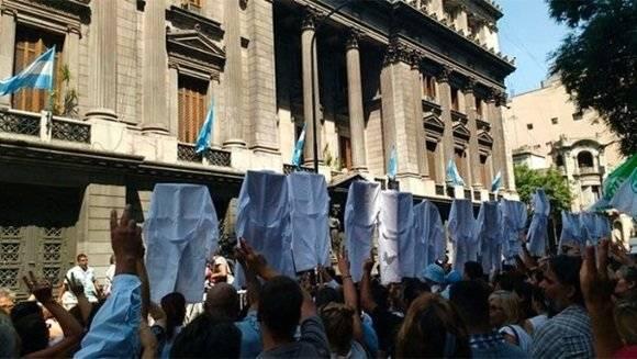 En la provincia de Buenos Aires el Gobierno decidió descontar los días a los maestros y solicitó que estos sean sancionados. | Foto: @PrensaSUTEBA