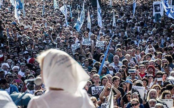Manifestación en la Plaza de Mayo. Foto: Kaloian/ Cubadebate.