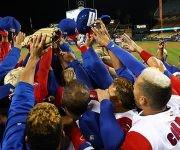 Puerto Rico festeja el pase a su segunda final consecutiva en un Clásico de Béisbol. Foto: WBCBaseball/ Twitter.