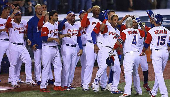 Los boricuas comienzan conímputo al destrozar el pitcheo venezolano en siete entradas. Foto: @WBCBaseball.
