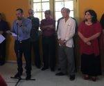 """Raúl Garcés al intervenir en nombre de los periodistas de los medios cubanos que recibieron la Distinción """"Félix Elmuza"""", de la UPEC. Foto: Cubaperiodistas."""