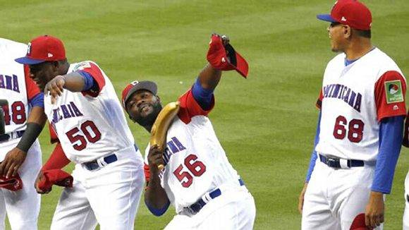 La iniciativa de los dominicanos se ha convertido en centro de atracción en el Clásico Mundial. En la imagen, Fernando Rodney hace el gesto característico al finalizar un partido. Lynne Foto: Sladky/ AP.