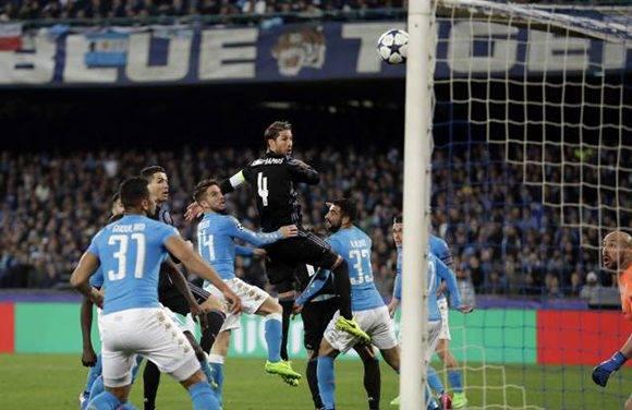 Sergio Ramos anotó dos goles de cabeza que dieron el pase al Real Madrid. Foto: AP.