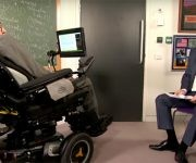 Durante la entrevista, el profesor Hawking también compartió sus opiniones sobre el presidente de Estados Unidos Donald Trump y el líder laborista Jeremy Corbyn. Foto: Archivos.