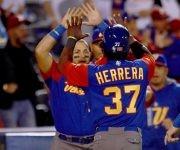 Venezuela continúa con vida en el Clásico, pero solo ha ganado a Italia (dos veces). Foto: @WBCBaseball/ Twitter.