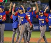 Con mucha agonía, Venezuela avanza a la segunda fase del IV Clásico Mundial. Foto: José Méndez/ EFE.