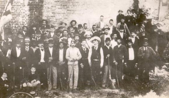 En una práctica de tiro entre compatriotas emigrados, Cayo Hueso, 1893.