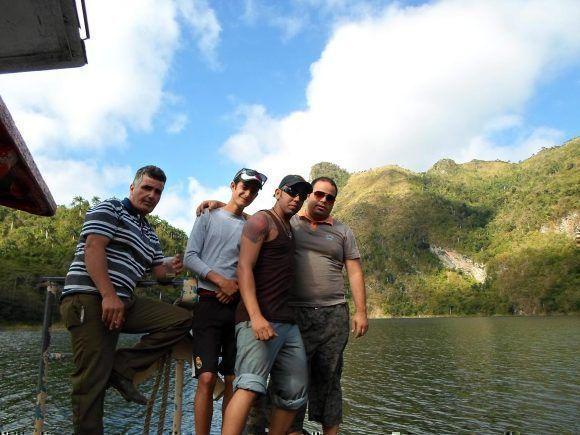 Amigos en el Hanabanilla. Foto: Chenly / Cubadebate