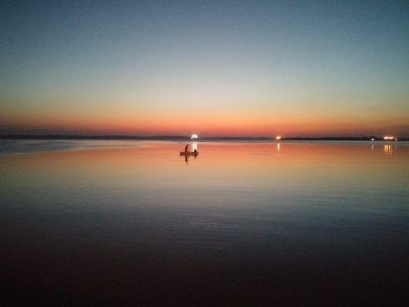 Atardecer en la Bahía de Cienfuegos. Imagen tomada desde el Malecón de la ciudad. Foto: Julio Arjona Navarro / Cubadebate