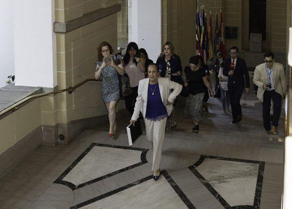 Carmen Luisa Velásquez, embajadora interina de Venezuela ante la OEA, luego de entregar la carta a Almagro. Foto: Foto: Juan Manuel Herrera/ OEA.