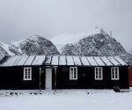La Casa Moneta, es la primera construcción arquitectónica argentina en la Antártida. Foto: Tomada de Prensa Latina